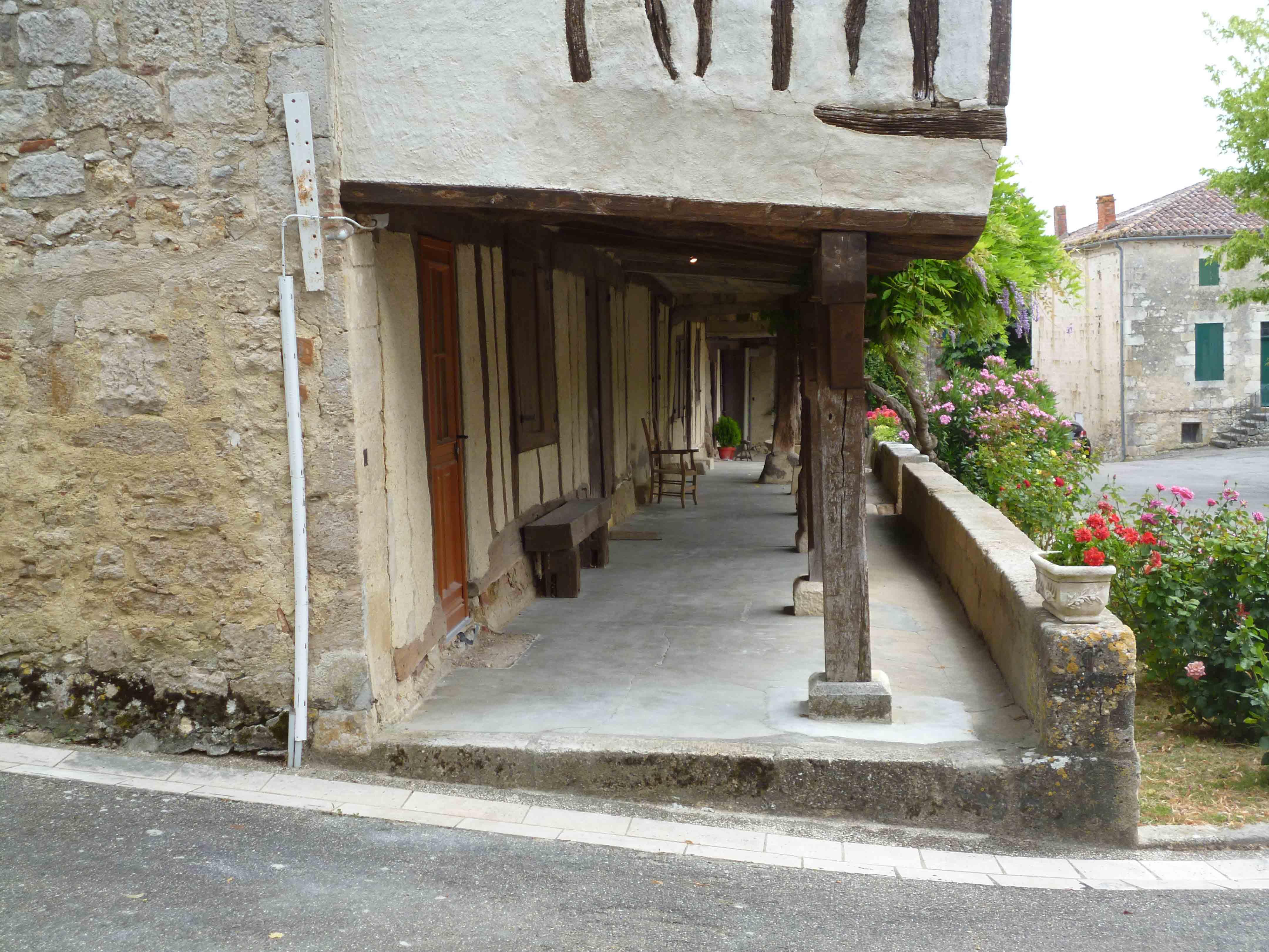 Village médiéval fortifié - Page 12 CeaQsL