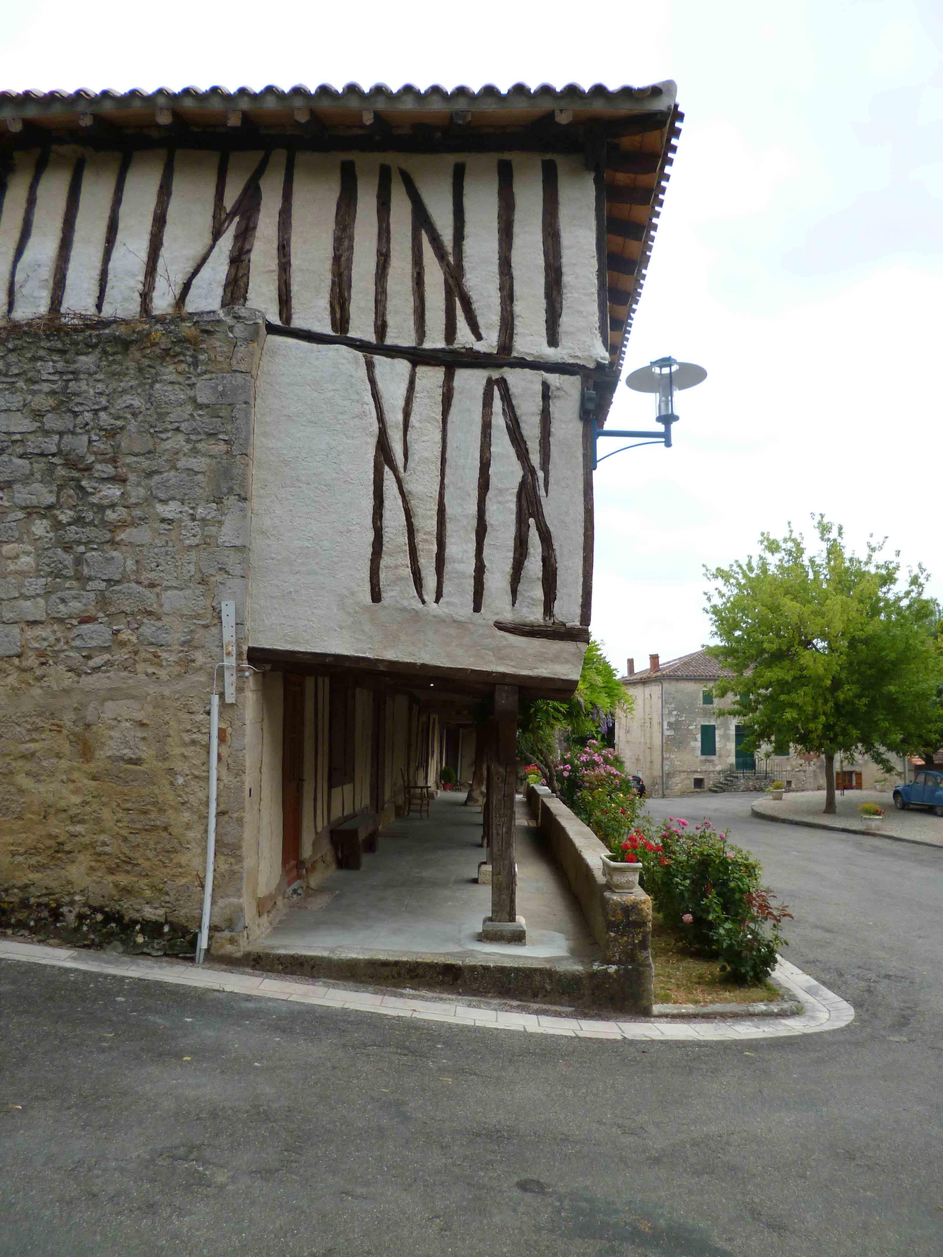 Village médiéval fortifié - Page 12 KVQl8Q