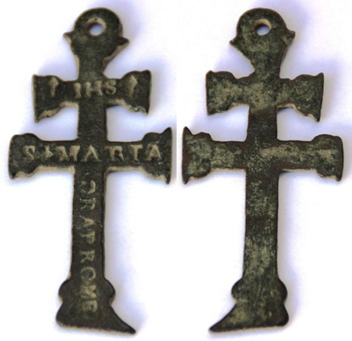 Cruz de Caravaca con  inscripción  IHS / S. MARIA, S. XVII Qjp4Sn