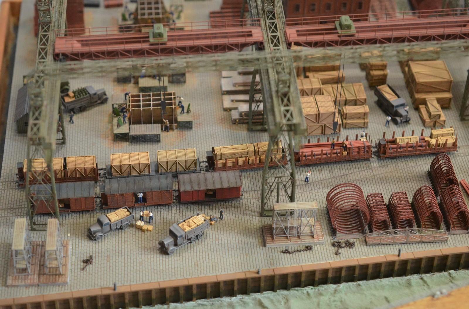 Grande grue 250 t port de Hambourg et Bismarck Revell au 1/350 - Page 11 3UVeGP