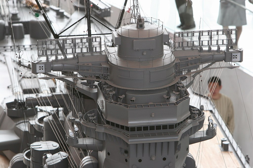 Yamato, un jour de janvier 1945 Modèle RC au 1/150 dans sa vitrine d'exposition - Page 5 6twqUQ