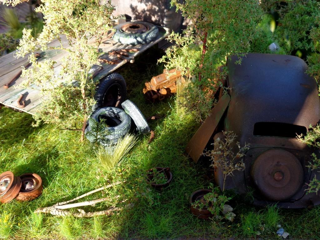 Scénette épaves Opel Blitz  et Traction 15cv - 1/24 TsTmT7