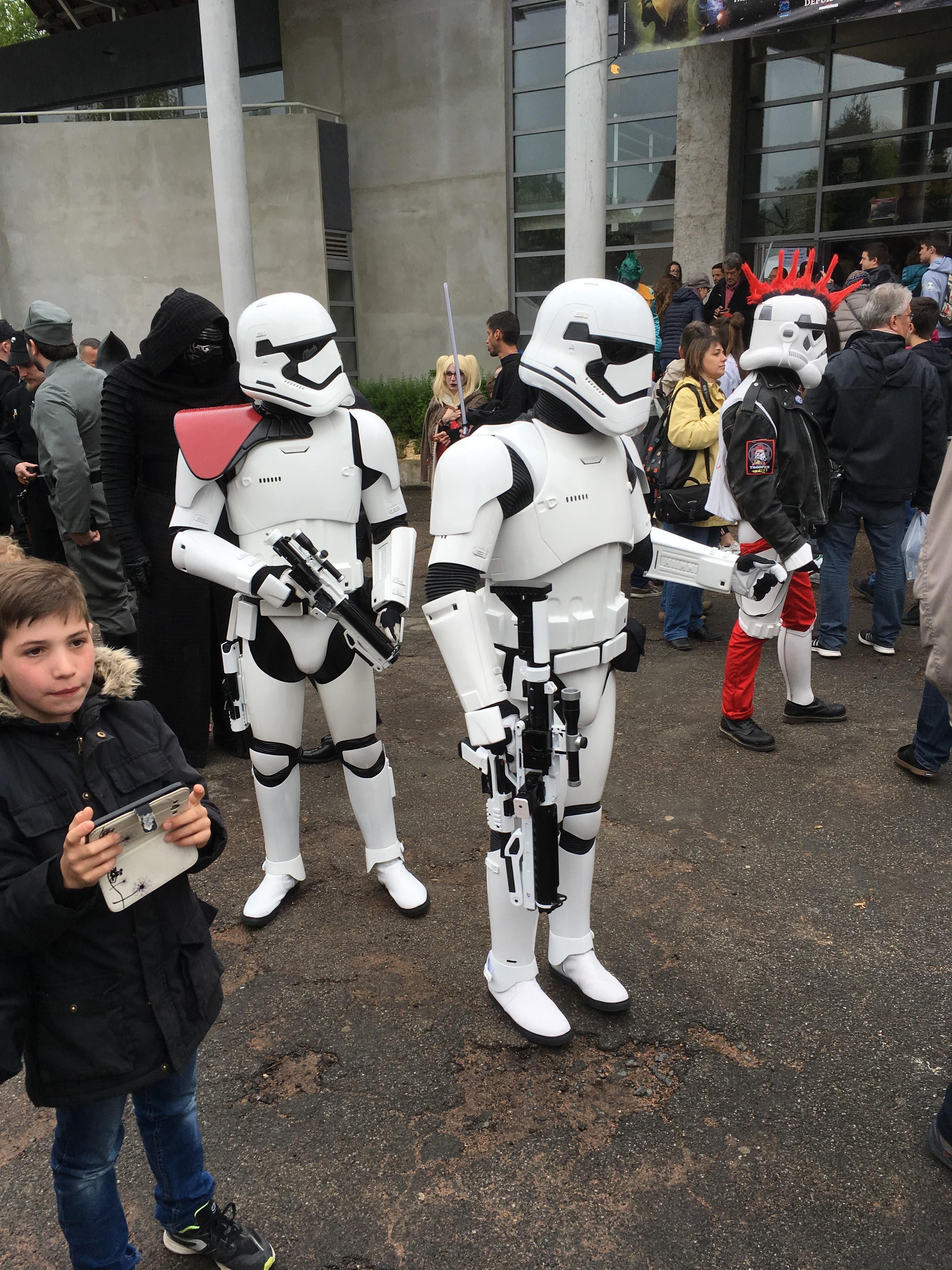 Générations Star Wars et SF 20ème édition - Cusset - 28 et 29 avril 2018 VlkmSL