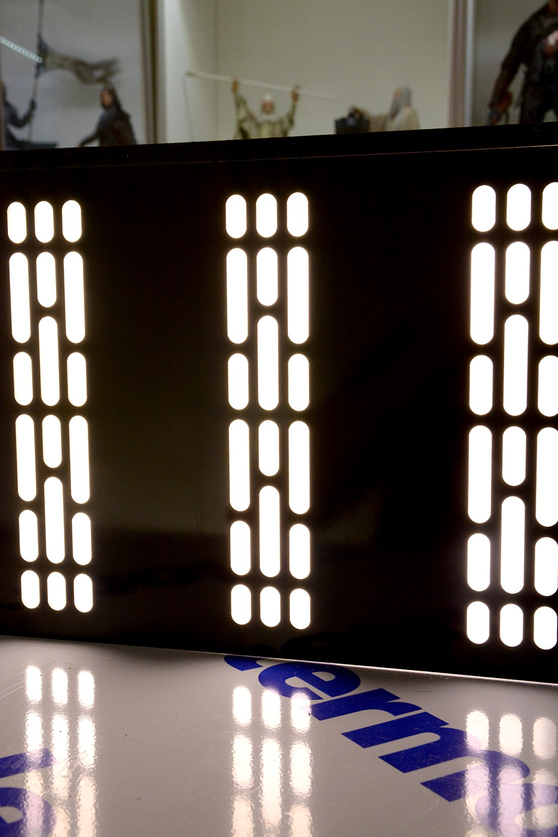 Star Wars Acrylic Display Case  CnBAXo
