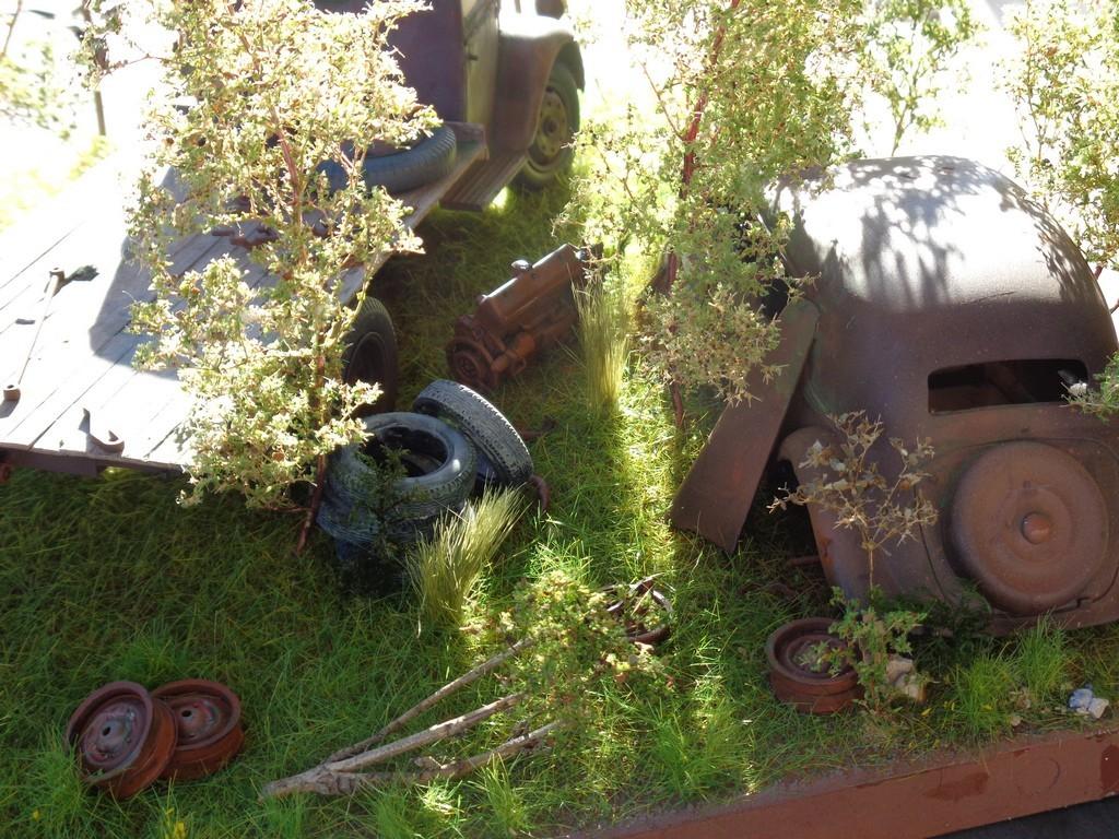 Scénette épaves Opel Blitz  et Traction 15cv - 1/24 YIafPc
