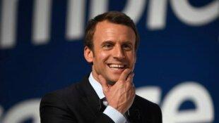 Macron : Une peinture flashy sur une palissade pourrie ?