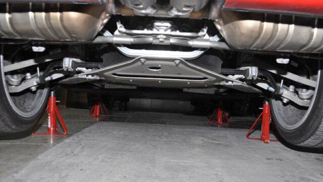 Lever les 4 roues Porsche Cayman (987 Phase II) avec un cric pro et 4 chandelles