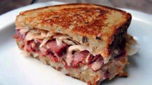 Сэндвичи: и самим есть, и гостей кормить