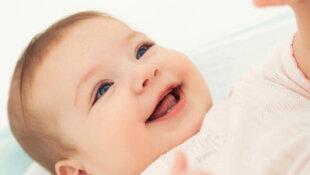 Cuidados diários com os dentes do bebê