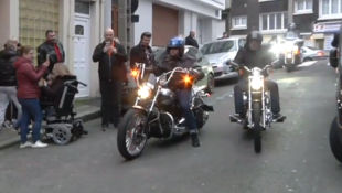 Les bikers rendent hommage à Johnny Hallyday