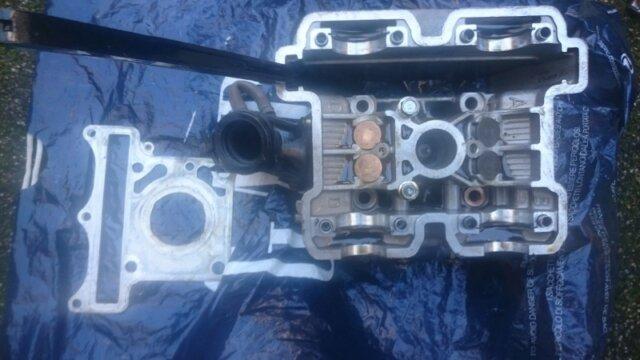 Main photo Hyosung COMET GT GTR AQUILA GV 125 Dépose d'une culasse (arrière)