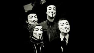 Macron pour une fin de l'anonymat sur le Web